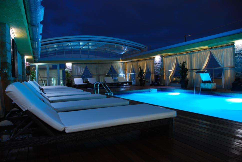 piscinas en hotel manhatan suites cunit
