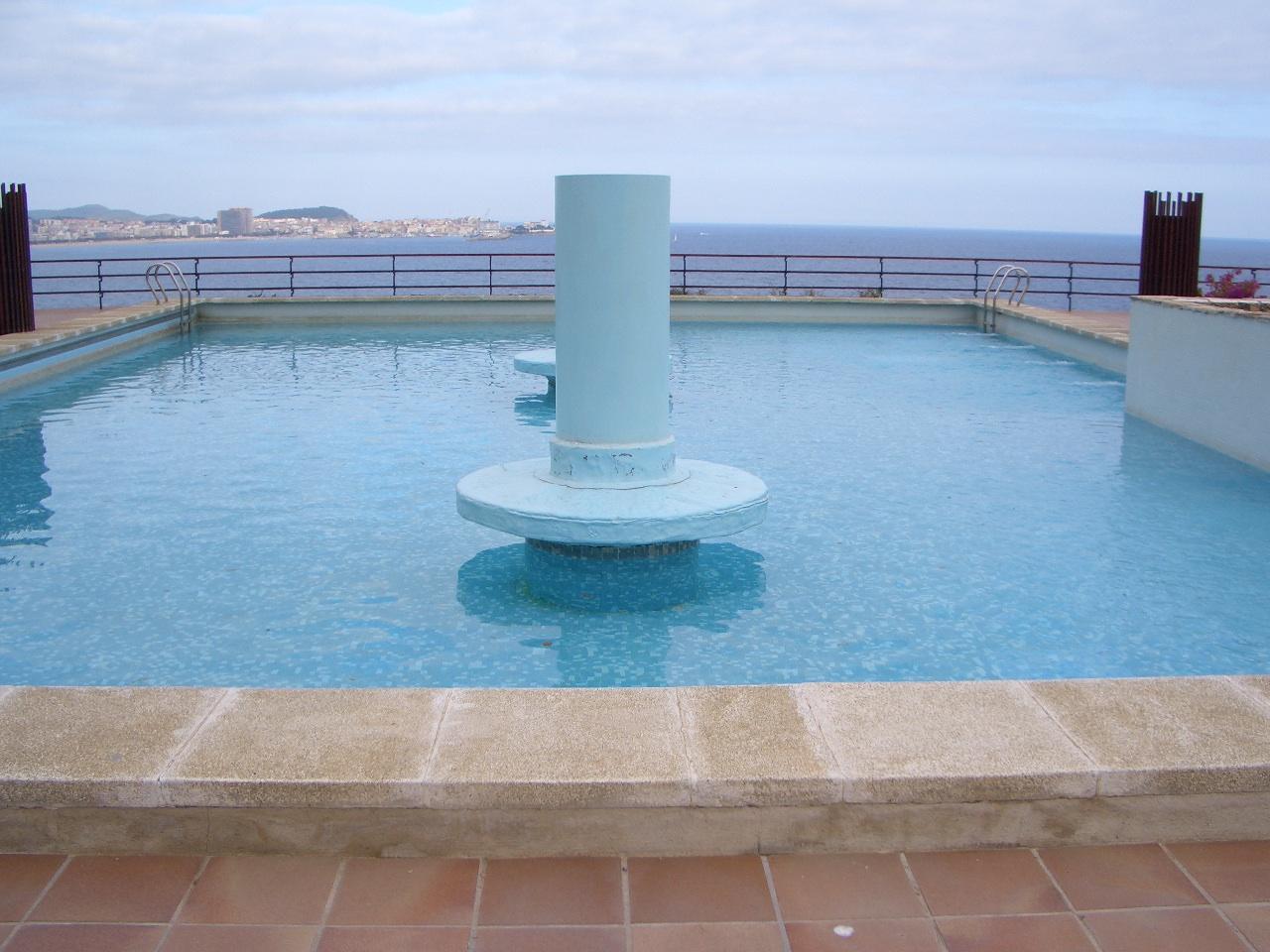 Rehabilitaci n piscina comunitaria en calonge for Piscinas hechas a medida