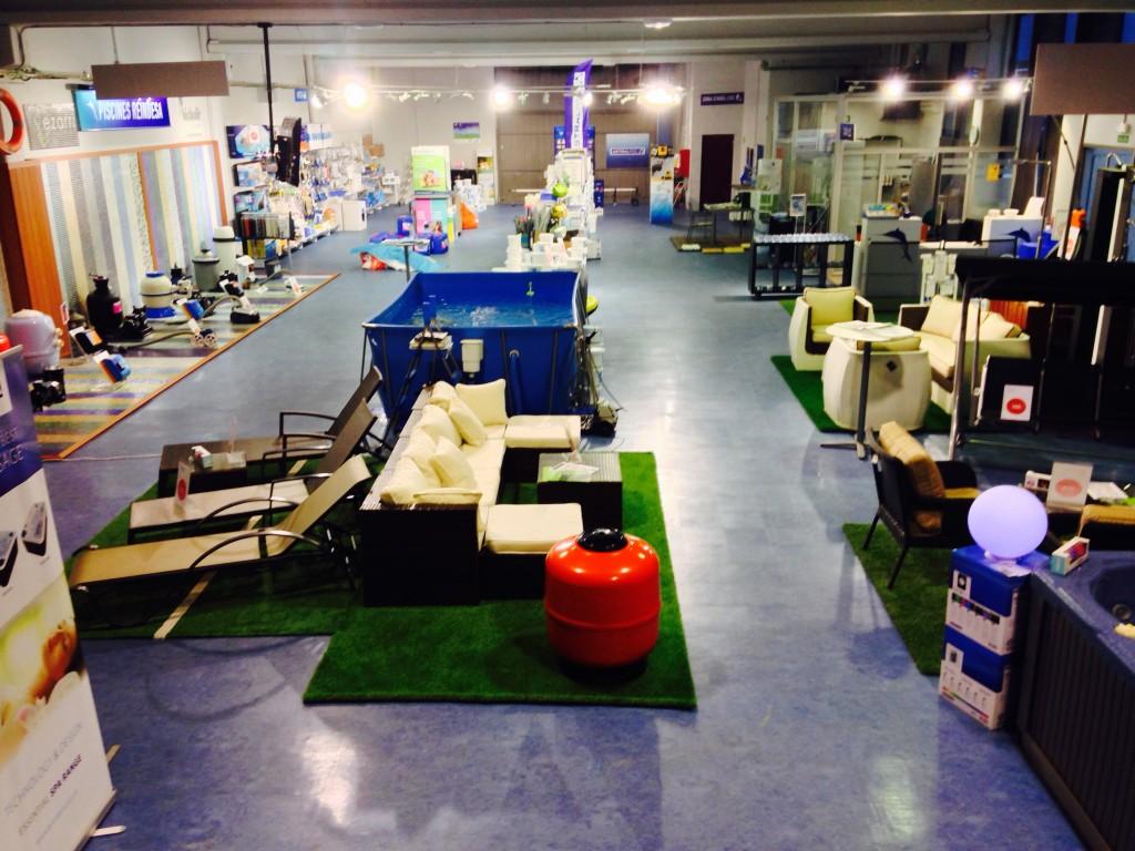 Interior magatzem tienda reindesa vilassar de mar 4 for Piscina vilassar de mar