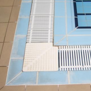 Filtracion de piscinas sistemas equipos y esquema for Rejillas para piscinas