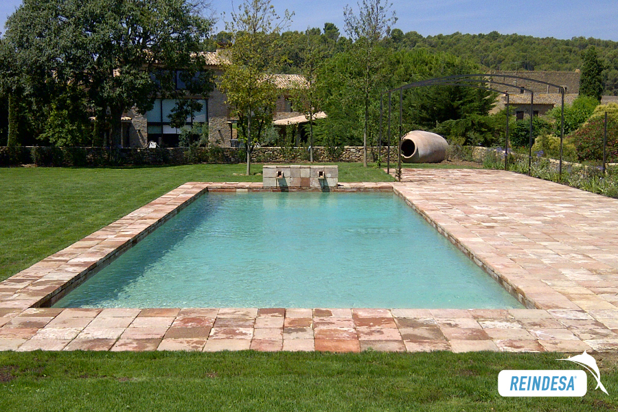 Reindesa piscina privada r stica sant feliu de boada - Piscinas rusticas ...