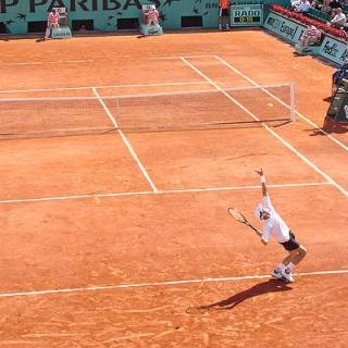 863c07174b7 El césped es la superficie original del tenis. Se trata de una superficie  rápida