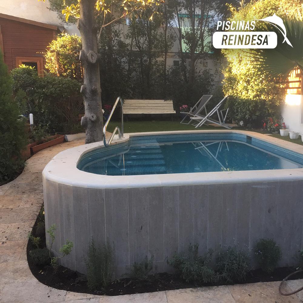Reindesa obra de piscina en jard n de dos alturas for Piscinas en altura
